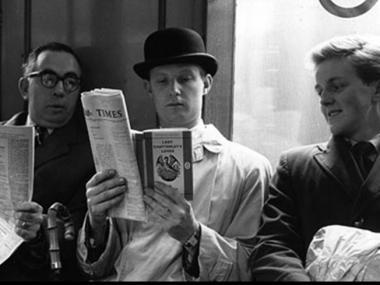 Leyendo en el tren