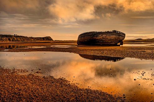shipwrecked-boat-mal-bray