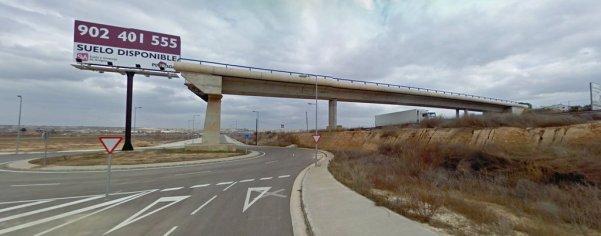 Puente sin terminar acaba en rotonda