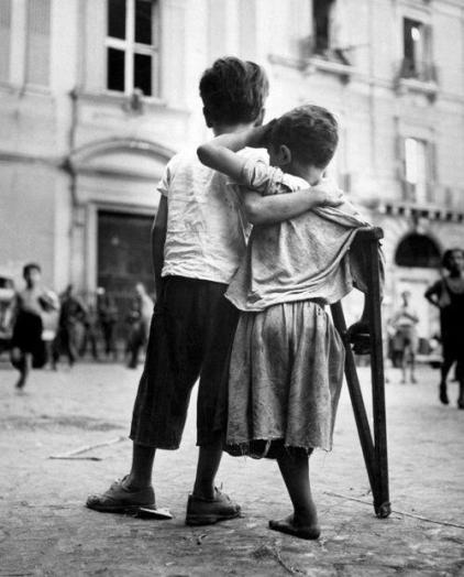 Wayne Miller - Children in Naples, 1944