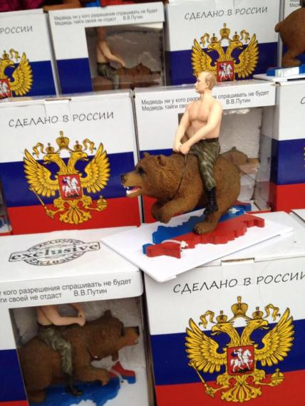 Maqueta de Putin montando el oso ruso