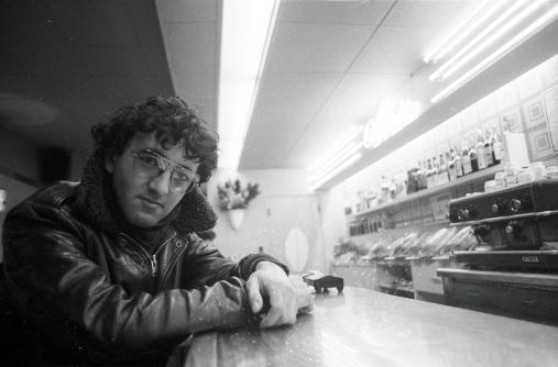 Roberto Bolaño joven barra bar
