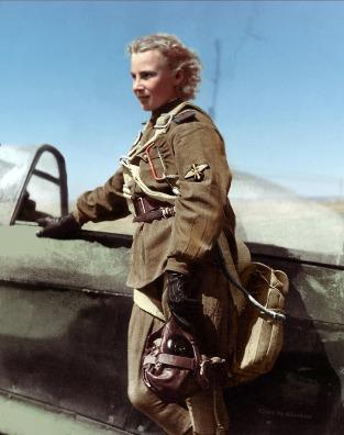 Lily Litvak con su caza