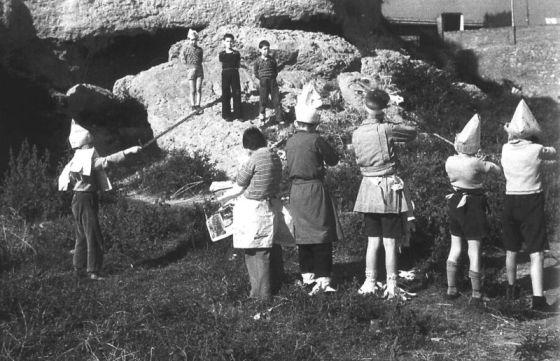 Niños jugando a fusilar durante la Guerra Civil Española