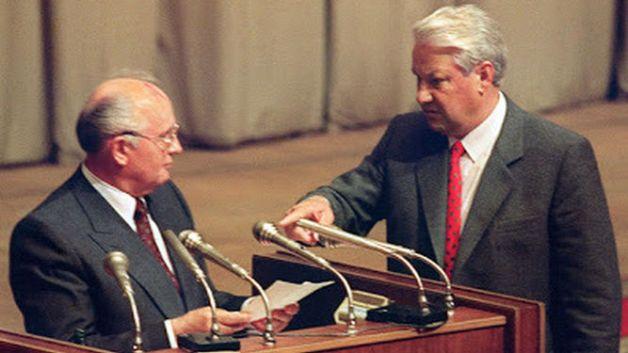 yeltsin-exige-a-gorbachov-la-lectura-de-un-documento-que-revela-el-apoyo-a-la-junta-golpista-del-gobierno-sovietico-de-gorbachov