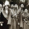 nicolas-ii-y-familia-1916-vestidos-de-cosacos