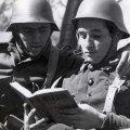 Soldados leyendo GuerraCivil