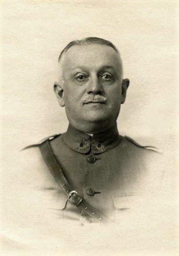 El Coronel Luis de Martín Pinillos responsable campos de concentración de Franco